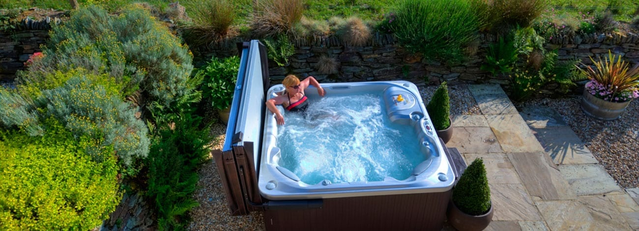 Luxury-Private-Hot-Tubs-Devon-Country-Barns